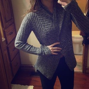 Express heather gray and white cardigan ❤️